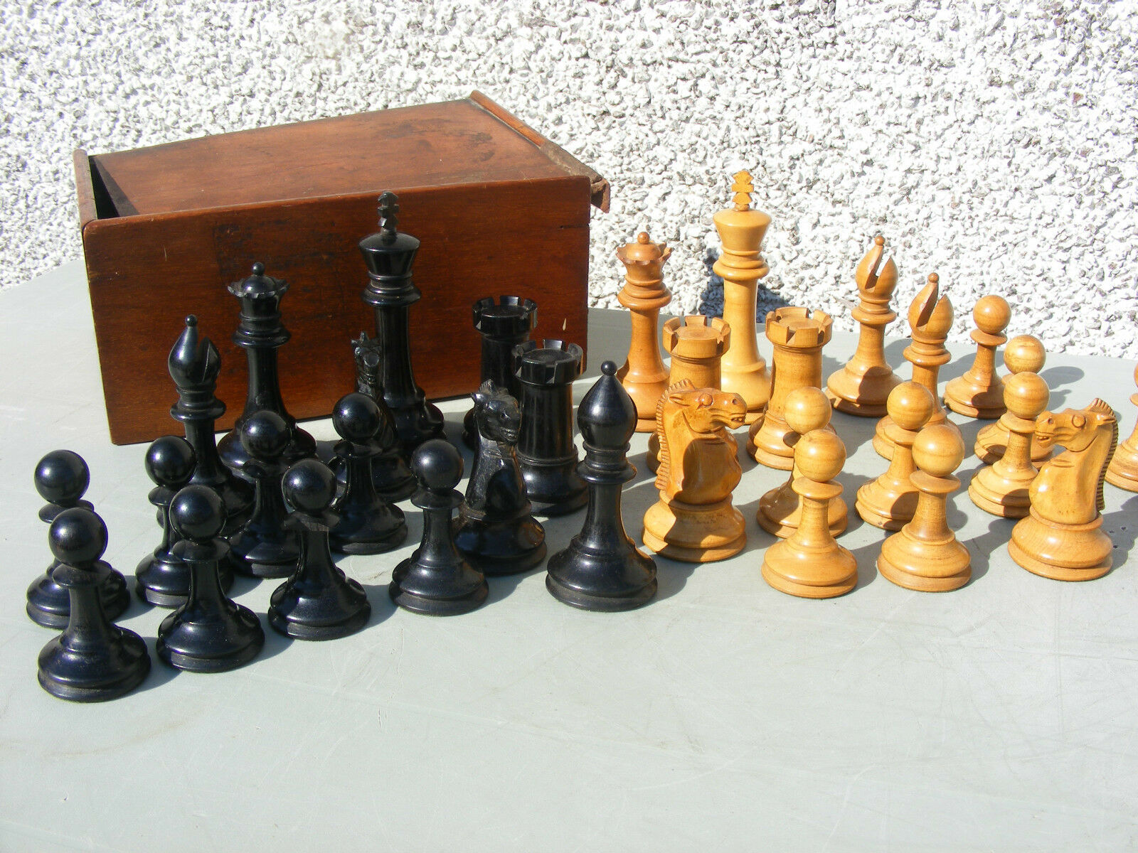 ANTIQUE  STAUNTON  WOODEN CHESS SET 4