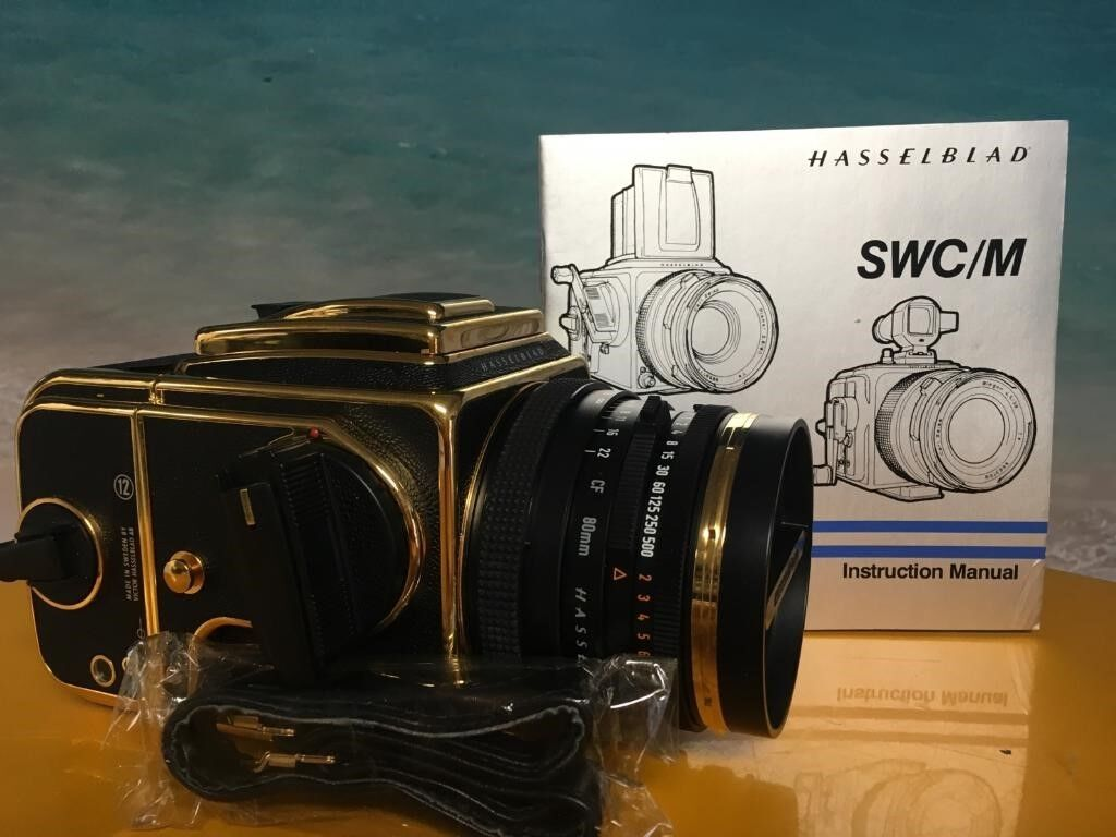 Hasselblad 500C/M+CF Planar T*80 mm/2.8 Lens+A 12 Back 30h Anniv.. Gold Edition