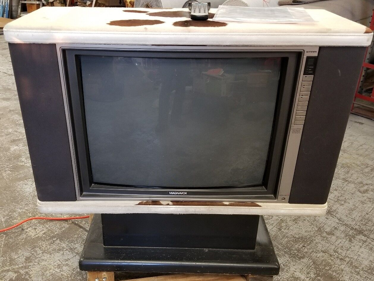 Rare Magnavox Tv RH7610BK cow hide covered works