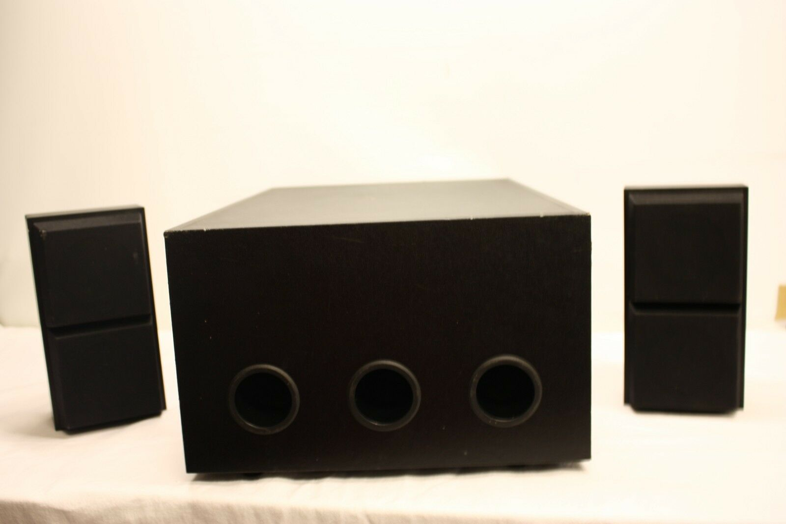 STUDIO POWER SUB 2000 SUBWOOFER STUDIO POWER WITH 2 SPEAKERS ITEM CODE P22