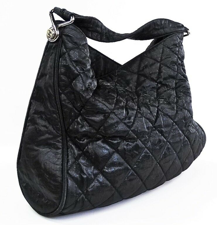 CHANEL QUILTED SHINY LAMBSKIN LEATHER HANDBAG Lot 90