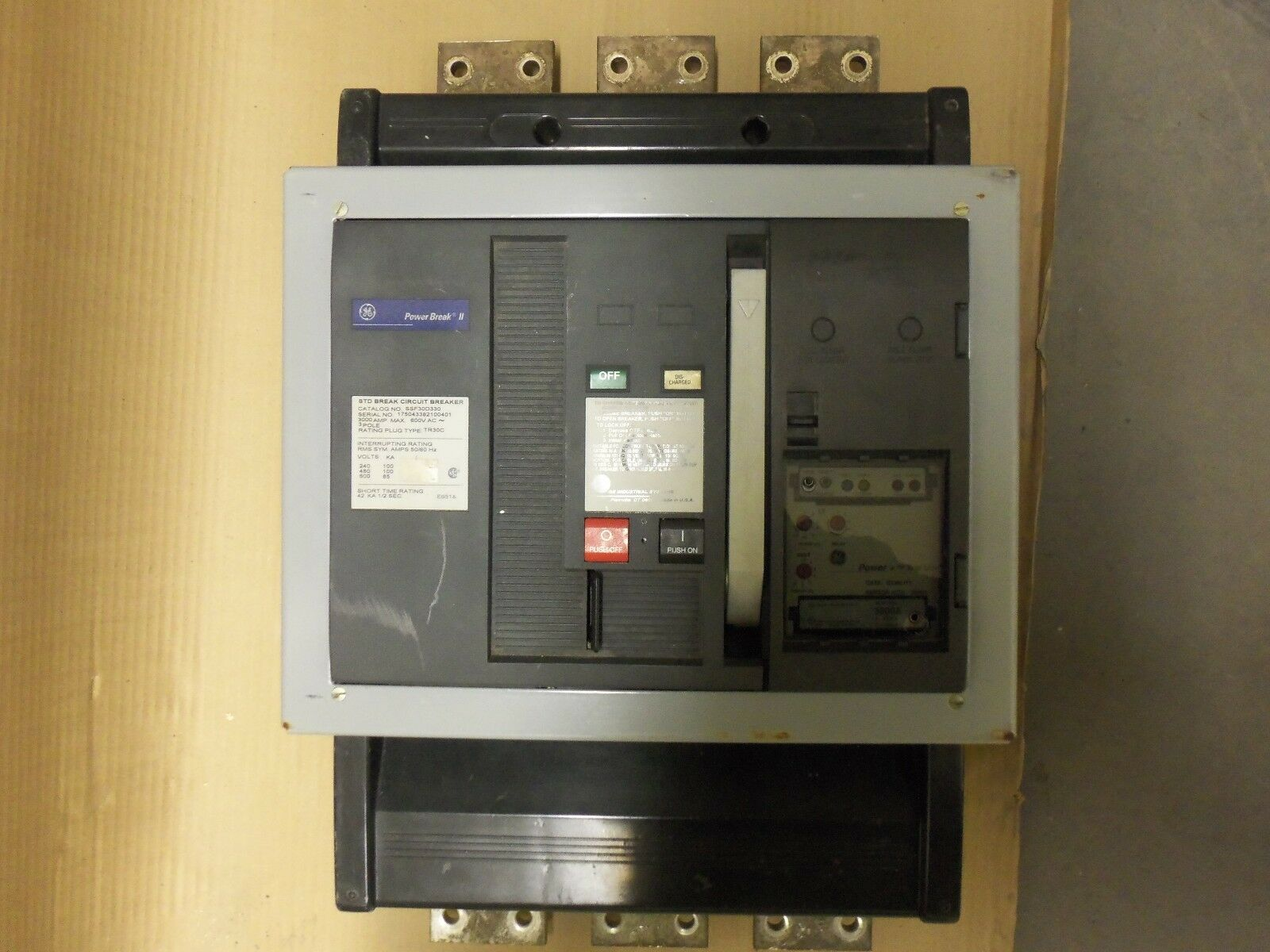 General Electric SSF SSF30D330 3 Pole 3000 Amp 600v Circuit Breaker LI TR30C3000