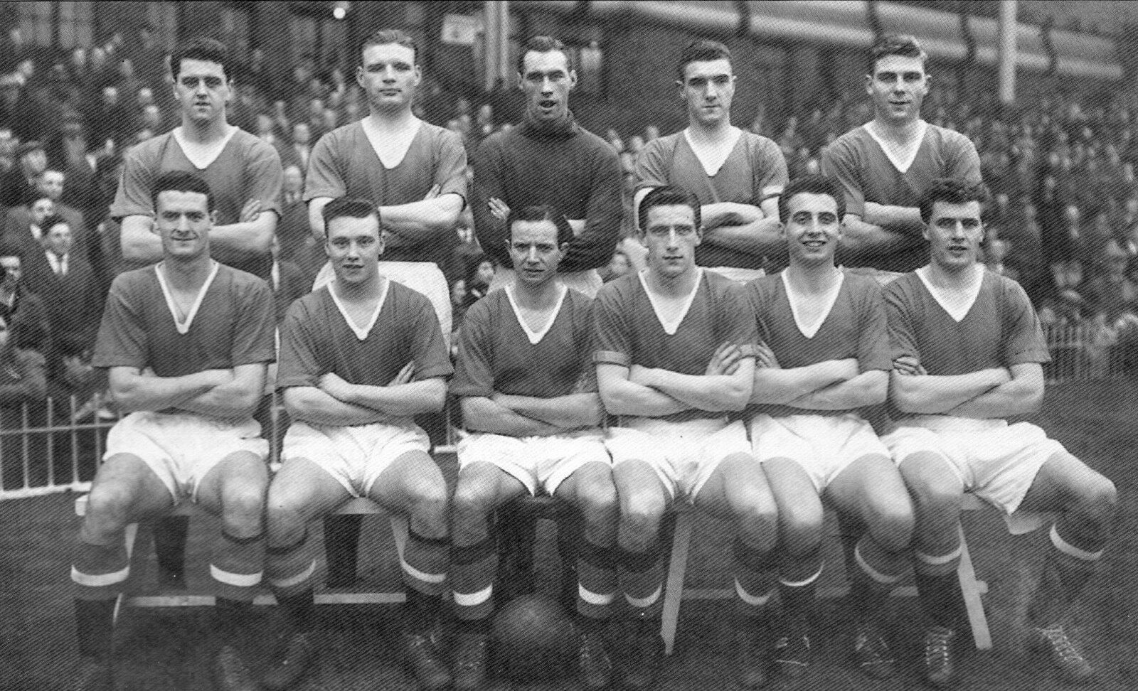 COLLECTION OF #150 MAN UTD FOOTBALL TEAM PHOTOS