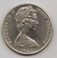 NEW ZEALAND   50 CENTS   QEII 1982   COPPER NICKEL  13.61 G   31.75 MM