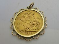 AN ANTIQUE C1912 FULL SOVEREIGN 22CT GOLD WITHIN A 9CT GOLD