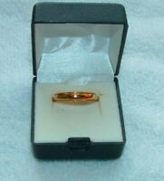 MENS WEDDING BAND RING 10K SOLID GOLD WEIGHS 2.9 GRAMS MINT