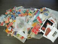 US BOB ACCUMULATION OF 100S & 100S OF STAMPS LOOSE IN GLASSI