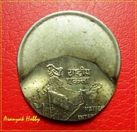 INDIA 2 RUPEES COPPER NICKEL OLD ISSUE  VERTICAL OFF CENTER ERROR COIN