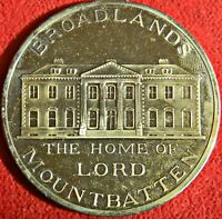 BROADLANDS HOME OF LORD LOUIS MOUNTBATTEN. LARGE GOLD TONED MEDAL  9752