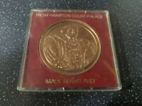 HAMPTON COURT PALACE COMMEMORATIVE COIN MEDAL CROWN KING HENRY VIII BOXED