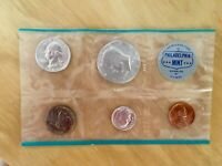 1964 P US MINT UNCIRCULATED SET 90  SILVER KENNEDY HALF DOLL