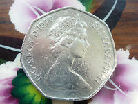 VERY  1970 LARGE / OLD 50P BRITANNIA COIN QE II IN USED CONDITION COIN HUNT]