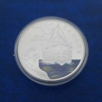 COMMEMORATIVE COIN COLLECTION TITANIC SHIP ENGLAND QUEEN ELIZABETH SILVERY POUND