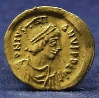 GOLD TREMISSIS JUSTINIAN I AD 527   565. CONSTANTINOPLE MINT