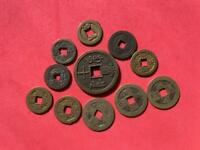 COLLECTION OF 11 CHINESE CASH COINS. VARIOUS AGES AND CONDIT