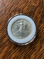 1943-P WALKING LIBERTY HALF DOLLAR, UNC, IN PLASTIC COIN HOLDER