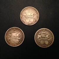 LOT OF 3 1892 - 1893 COLUMBIAN EXPOSITION WORLDS FAIR COMMEMORATIVE HALF DOLLARS