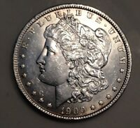 1900 MORGAN SILVER DOLLAR NICE COLLECTOR COIN DETAILED BREAST FEATHERS