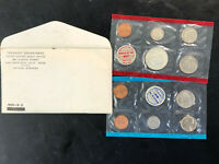 1969 P & D MINT SET..WITH SILVER HALF DOLLAR & SAME DAY REAS