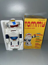 tommy toy tommy atomic robot battery powered