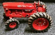 hubley toys 10 red farm cast metal tractor