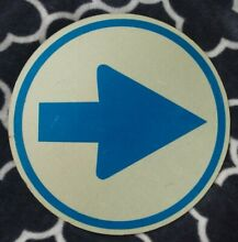 road sign arrow traffic road reflective round