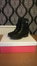 ***LOOK** BRAND NEW WOMEN'S BOOTS SIZE 4.5 STILL IN BOX***