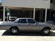 Chevrolet : Caprice Base Sedan 4-Door