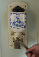 Zassenhaus Wall mount coffee grinder vintage model 865, in working condition.
