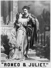 5790.Rometo y julieta.couple in each others arms.POSTER.art wall decor