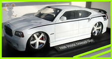 Dodge Charger SRT8 Hemi Lopro 2006 White /  1/18 SCALE