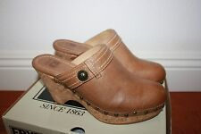 FRYE Womens Audra Button Clogs Heels Shoes NEW Size 9.5 Fawn Brown