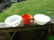 Kitchen Lot Rubbermaid 6 Cup Measuring Cup (2) Mixing Bowls & Colander Bowl
