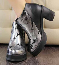 Girl's fashion thick with graffiti in bare boots with thick soles waterproof
