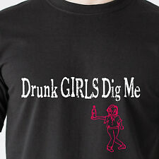 Drunk GIRLS Dig Me! sex drinking beer mug hot chicks vintage retro Funny T-Shirt