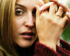 GILLIAN ANDERSON EXTREME CLOSE UP HANDS AT FACE PHOTO OR POSTER
