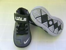 New! Nike Boys Toddler Zoom Soldier 7 Basketball Shoes-616987-020  82G kl