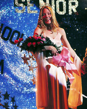 SISSY SPACEK CARRIE PROM QUEEN HOLDING FLOWERS PHOTO OR POSTER