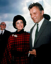 ELIZABETH TAYLOR CANDID SMILING WITH RICHARD BURTON PHOTO OR POSTER