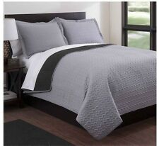NEW Queen King Coverlet Quilt 3 pc Set Reversible Gray Black Shams Blanket Chic