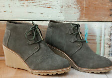 TOMS Tarmac Olive Suede & Faux Crepe Womens Desert Wedge Booties. Style 10008907