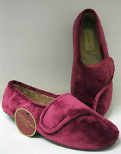 Clarks ladies wide fitting slipper. Wave Stir. Wine. E width.