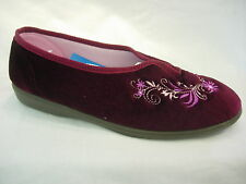 Sleepers Ladies Womens Wider V-Throat Embroidered Floral Comfort Slippers Wine
