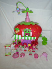 STRAWBERRY SHORTCAKE  PLAYSET CAFE HOUSE  WITH FIGURES VERY GOOD CONDITION