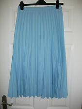 ladies pleated skirt from Riddella sizes 12,14,16 in pale blue L28