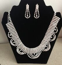 COSTUME FASHION JEWELLERY FLOWER AND  RHINESTONE NECKLACE AND EARRINGS SET