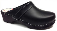 AM-Toffeln 100 Wooden Clog in black leather