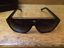Barely used Louis Vuitton Evidence Sunglasses Black/Gold