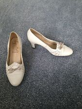 Beige Leather Size 5 Heeled Vintage Shoes By Equity