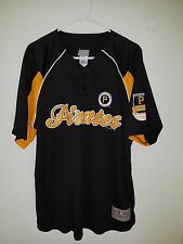 NEW W TAGS  Majestic MLB  Pittsburgh Pirates GENUINE MERCHANISE Dry Fit Jersey